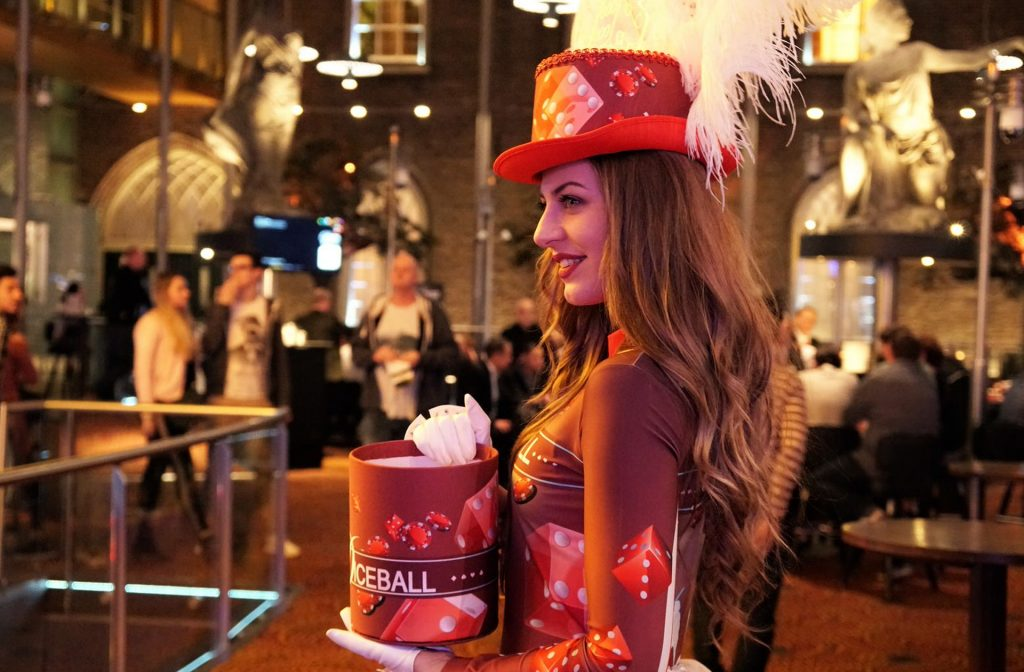 Diceball promotie dame in Holland Casino