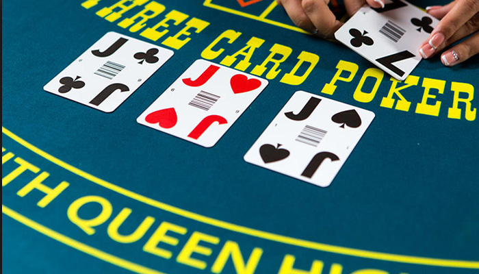 Live Three Card Poker spelen