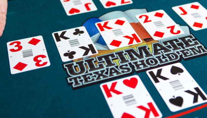Live Ultimate Texas Hold'em spelen