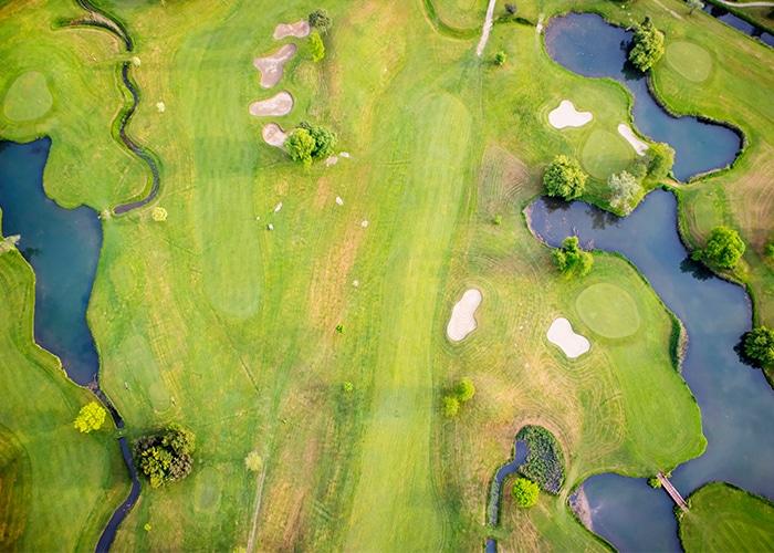 Golfbanen zijn prachtig aangelegd