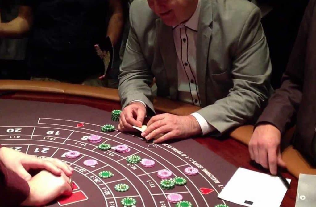 Een variant van Cardette met twee kaarten voor de speler