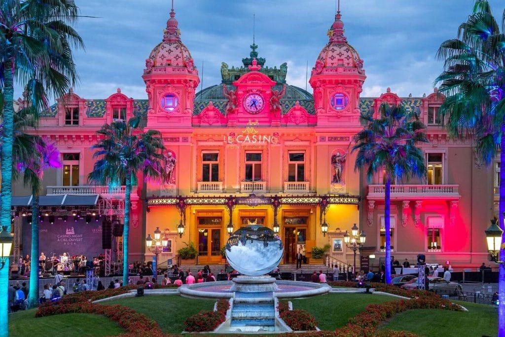Het Monte Carlo Casino in Monaco is bedacht door Charles Garnier die ook het Opéra de Paris heeft ontworpen