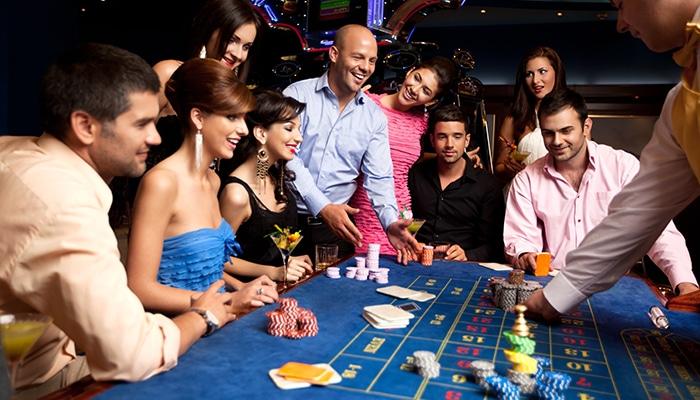 De gezelligheid aan tafel ontbreekt bij een online casino