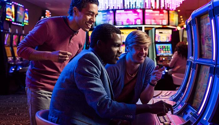 Gokkasten met lage inzetten zijn ook een optie (bron: Holland Casino)