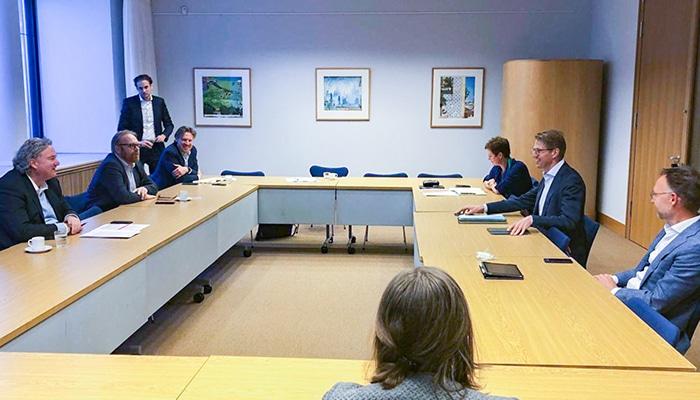 De directie van HC in overleg met minister Dekker